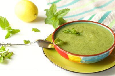 Soupe froide de courgette à la menthe