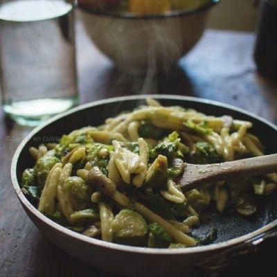 Pâtes aux choux de Bruxelles et aux champignons