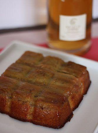 Gâteau moelleux à la rhubarbe et vanille