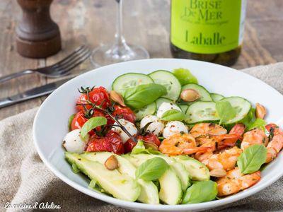 Salade avocats crevettes tomates et concombre