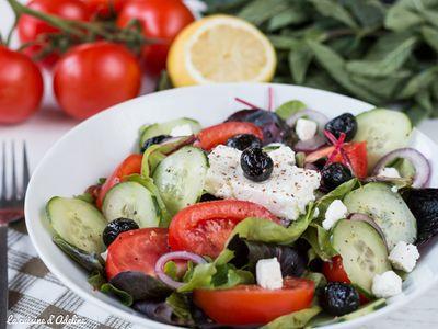 Salade grecque (tomates, concombre, olive, feta)