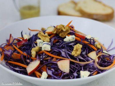 Salade de chou rouge aux pommes, carottes et roquefort