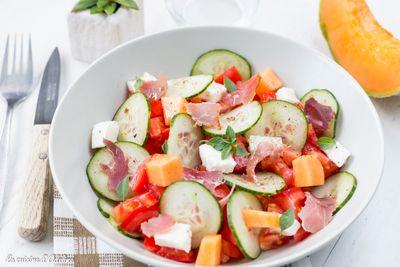 Salade de concombre, tomates, melon, et mozzarella