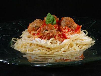 Spaghetti et boulettes de viande à l'italienne