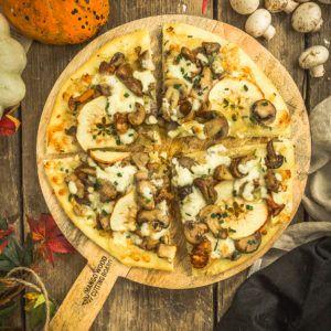 Pizza aux champignons, gorgonzola et pommes