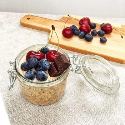Porridge froid à la purée d'amandes