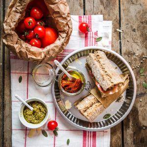 Sandwichs jambon pesto tomates séchées parmesan
