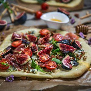 Pizza jambon de parme et figues