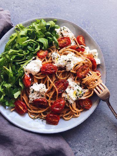 Spaghetti à la buratta et tomates confites