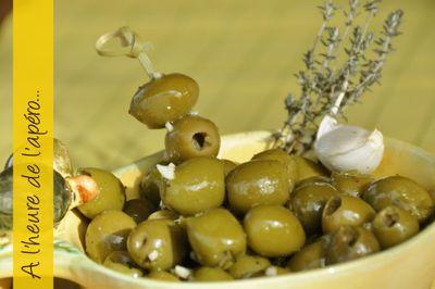 Olives aromatisées à l'ail et au thym