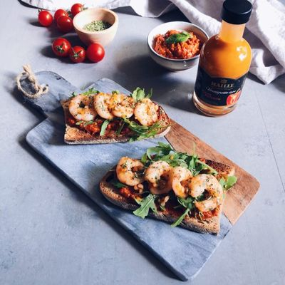 Bruschetta tomates séchées, poivrons et crevettes