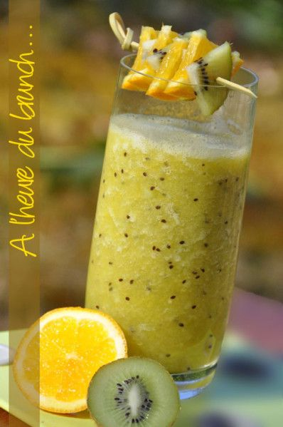 Jus de fruits frais banane, kiwi et orange