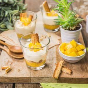 Verrines de mangue, mascarpone, vanille et biscuits feuilletés caramélisés