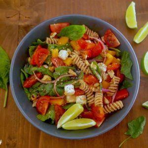 Salade de pâtes à l'épeautre et légumes healthy