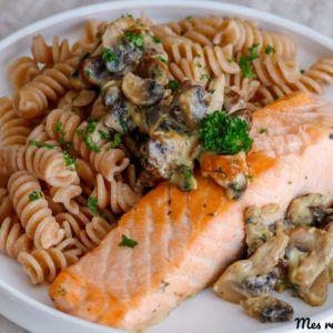 Pavé de saumon, penne et crème de champignon