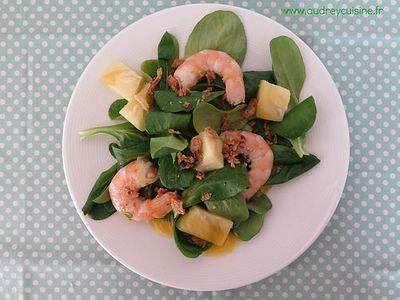 Salade de crevettes à l'ananas, sauce à la mangue
