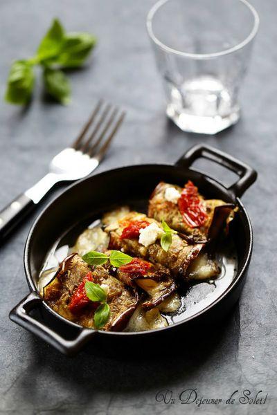 Roulés d'aubergines à la mozzarella, scamorza et tomates confites