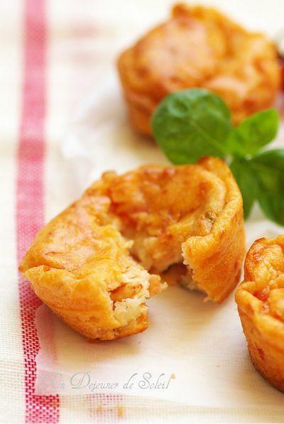 Muffins à la tomate, mozzarella et basilic