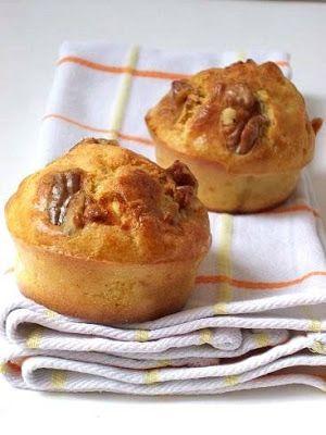 Muffins au lait ribot, chèvre frais, salami et noix