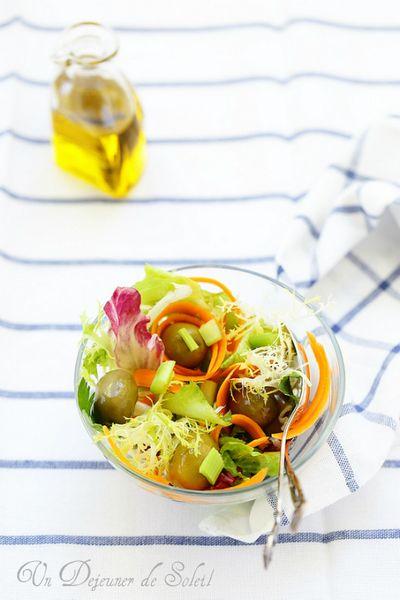 Salade mélangée aux olives, céleri et carottes