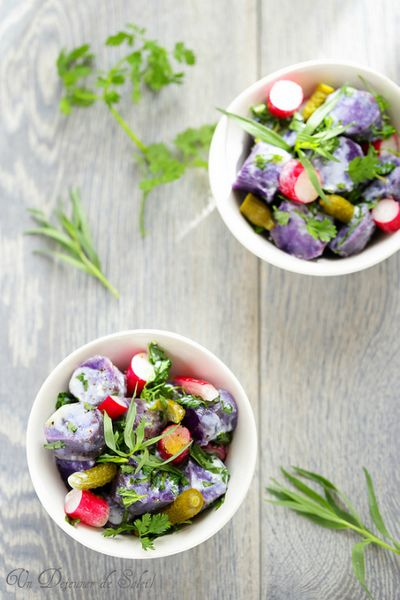 Salade de pommes de terre vitelottes, radis, cornichons avec sauce aux herbes et lait ribot
