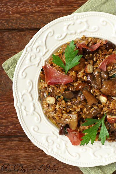 Salade tiède d'épeautre, cèpes, speck, noisettes et huile de truffe