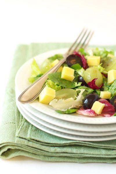 Salade aux raisins et comté