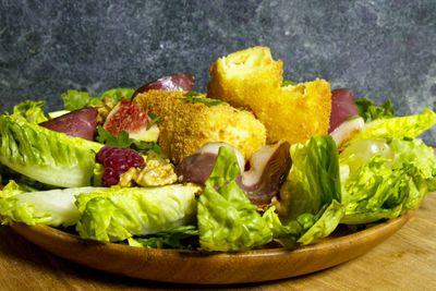 Croquettes de Brie en salade