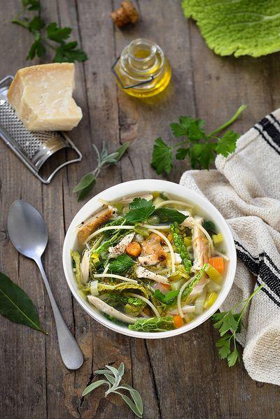 Minestrone légumes d'hiver et poulet (avec des restes de poulet rôti)