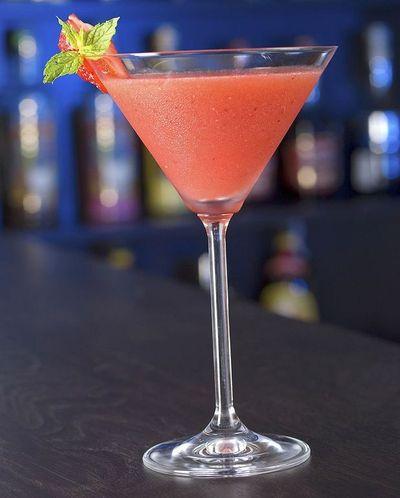 Cocktail Cosmopolitan à la vodka et à la fraise