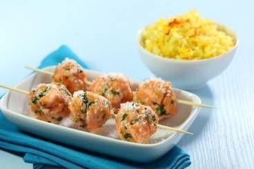 Boulettes de saumon au barbecue à la noix de coco, riz basmati au safran
