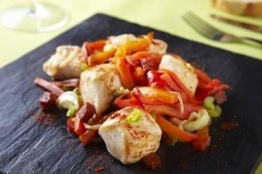 Cubes de poulet à la plancha, oignon, poivron et chorizo