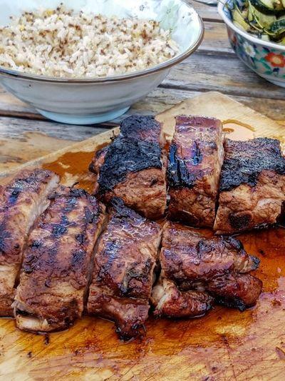Travers de porc marinés à la sauce worcestershire (au barbecue)