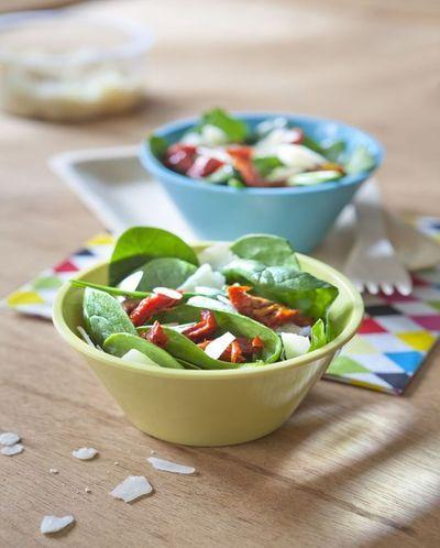 Salade froide d'épinard aux pétales de parmesan et tomate confite