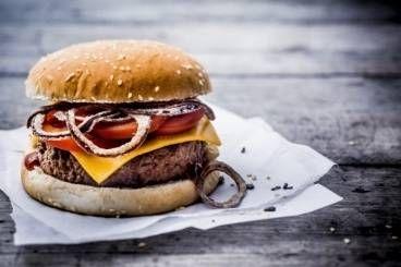 Cheese Burger du chef au boeuf, parmesan et oignons frits