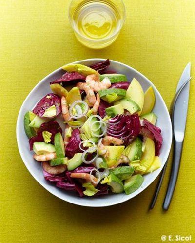 Salade avocat-mangue, trévise et crevettes