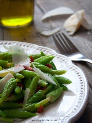 Salade d'ornithogales, tomates séchées et parmesan