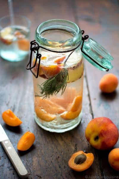 Detox water nectarine, abricot et romarin