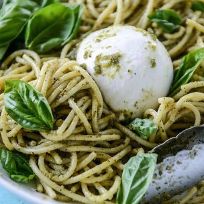 Spaghettis au pesto et burrata crémeuse (pour 2)