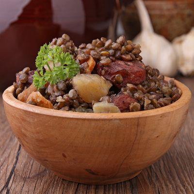 Lentilles vertes du Berry et saucisse de Morteau